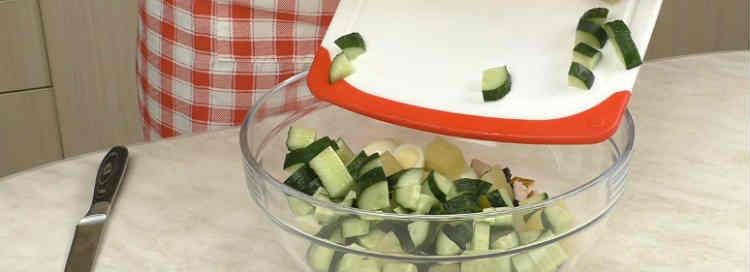 Salat s kopchenoj kuricej i ananasami24