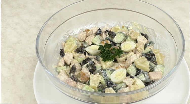 Salat s kopchenoj kuricej i ananasami27