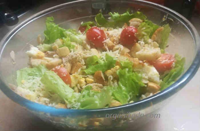 Salat Cezar' s kuricej6