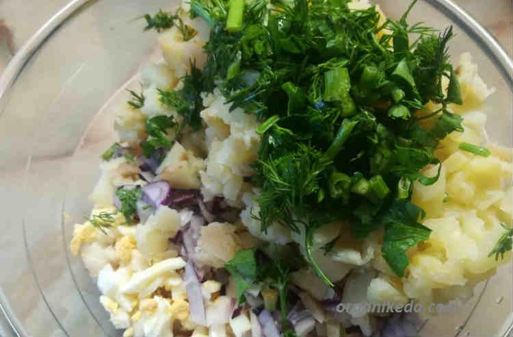 Salat iz morskogo okunya goryachego kopcheniya s kartofelem6