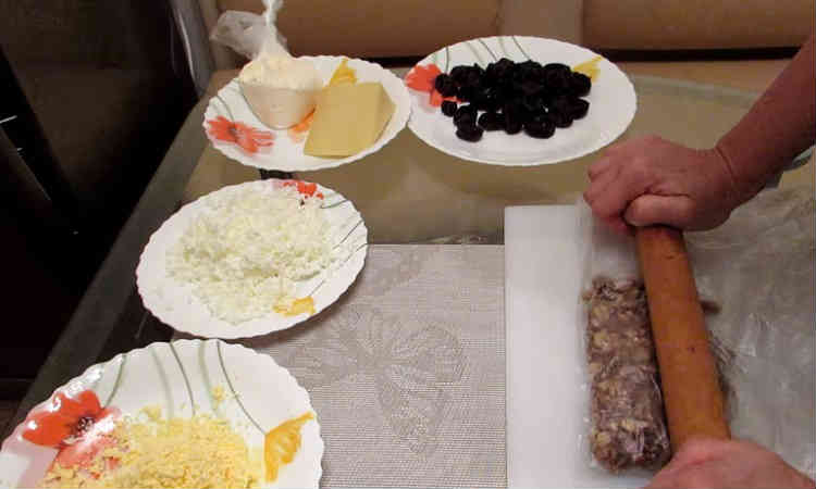 Salat Nezhnost' s kuricej i chernoslivom1