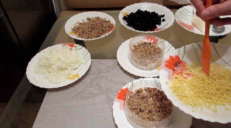 Salat Nezhnost' s kuricej i chernoslivom5