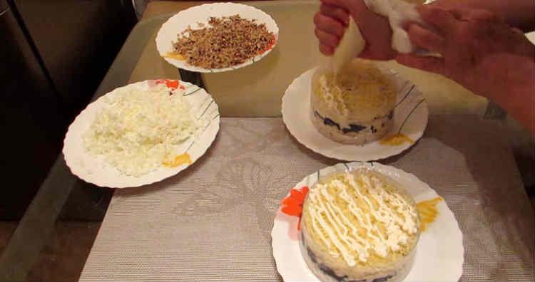 Salat Nezhnost' s kuricej i chernoslivom7