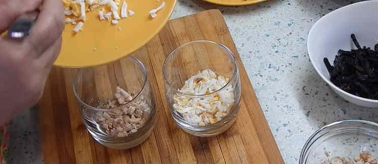 Salaty iz kopchenoj kuricy i chernosliva20