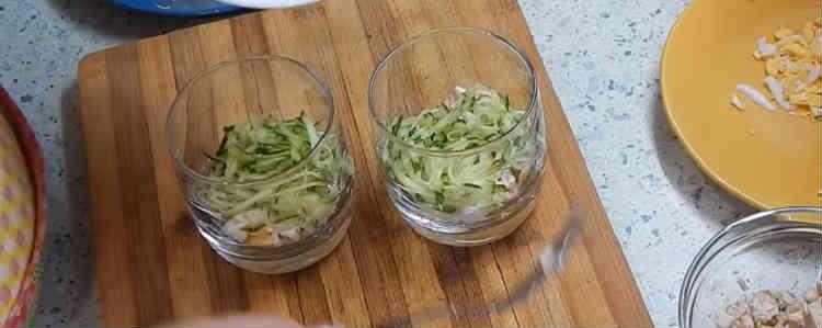 Salaty iz kopchenoj kuricy i chernosliva21