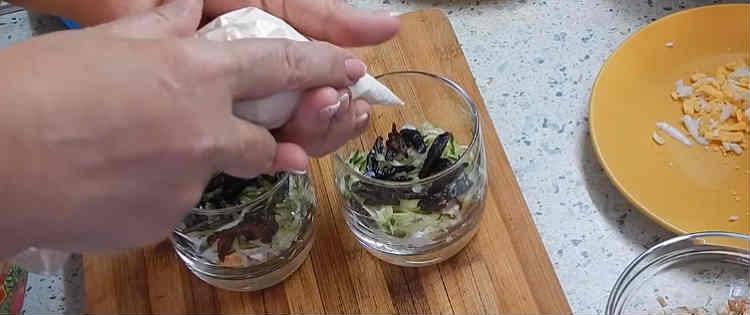 Salaty iz kopchenoj kuricy i chernosliva22