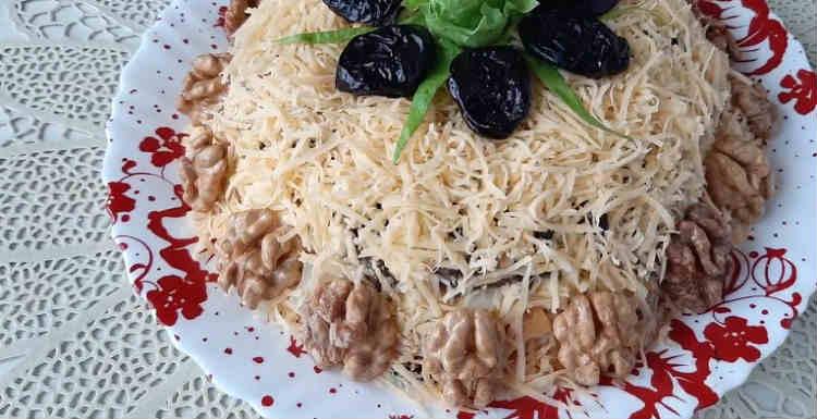 Salaty iz kopchenoj kuricy i chernosliva27