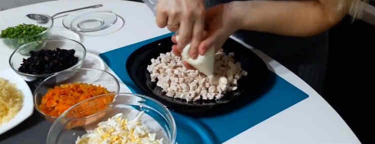 Salaty iz kopchenoj kuricy i chernosliva35-2
