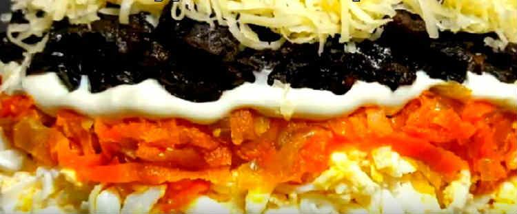 Salaty iz kopchenoj kuricy i chernosliva41