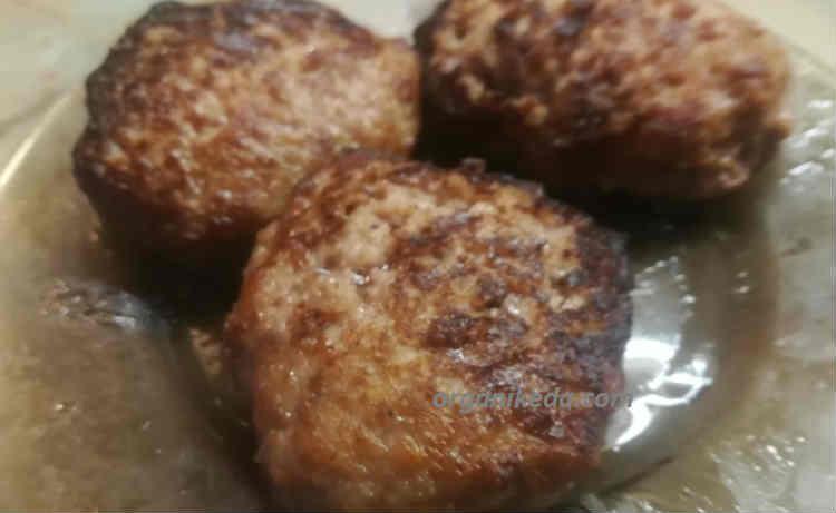 Recept sochnyh kotlet iz govyazh'ego farsha9
