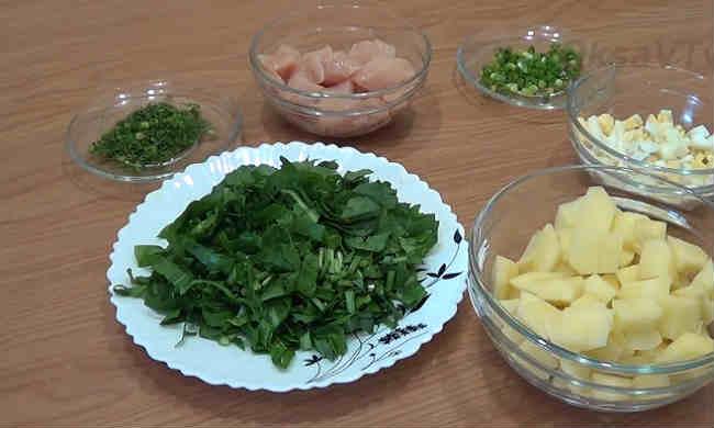 Klassicheskij recept shchavelevogo supa s yajcom i kuricej