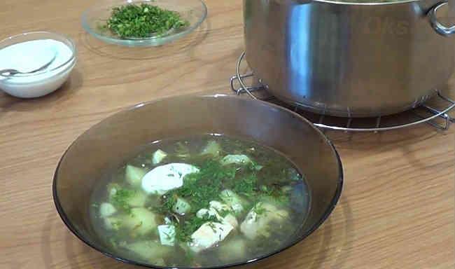 Классический рецепт щавелевого супа с яйцом и курицей