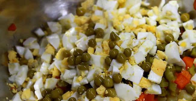 Salat oliv'e s kuricej38