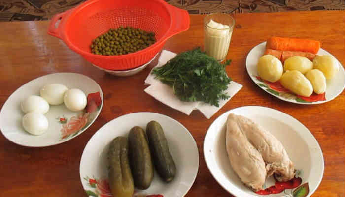Salat oliv'e s kuricej43