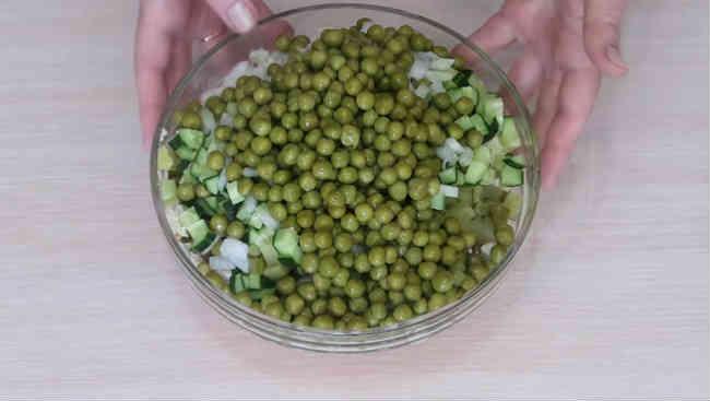Salat oliv'e s kuricej4
