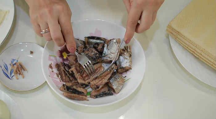 Salat Mimoza s rybnymi konservami14