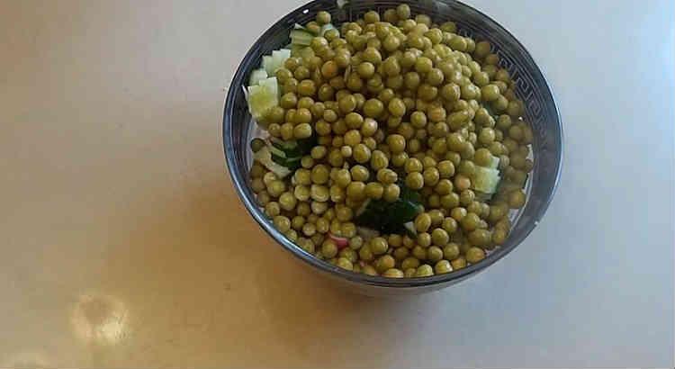 Salat s goroshkom konservirovannym i yajcom20