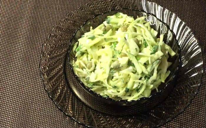 Salat s goroshkom konservirovannym i yajcom5