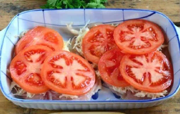 Kurica s syrom i pomidorami v duhovke19