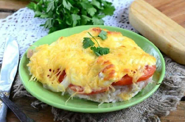 Kurica s syrom i pomidorami v duhovke20