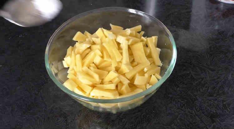 Kurica s syrom i pomidorami v duhovke22