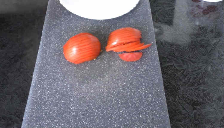 Kurica s syrom i pomidorami v duhovke23