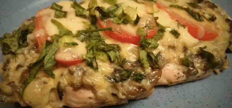Kurica s syrom i pomidorami v duhovke30