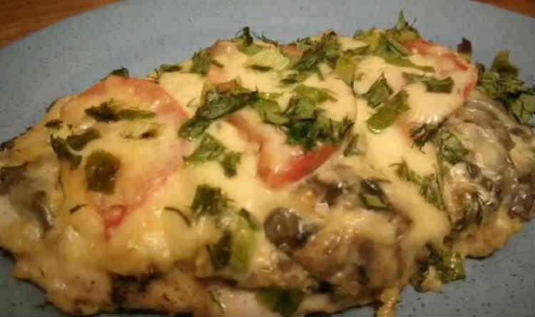 Kurica s syrom i pomidorami v duhovke36
