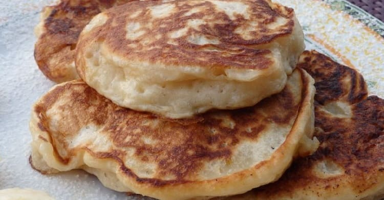 Пышные оладьи на кефире — 12 рецептов