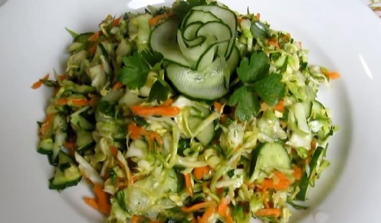 Salat iz svezhej kapusty s morkov'yu11
