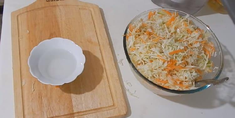 Salat iz svezhej kapusty s morkov'yu18