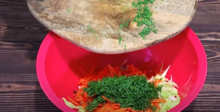 Salat iz svezhej kapusty s morkov'yu30
