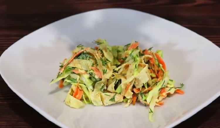 Salat iz svezhej kapusty s morkov'yu34