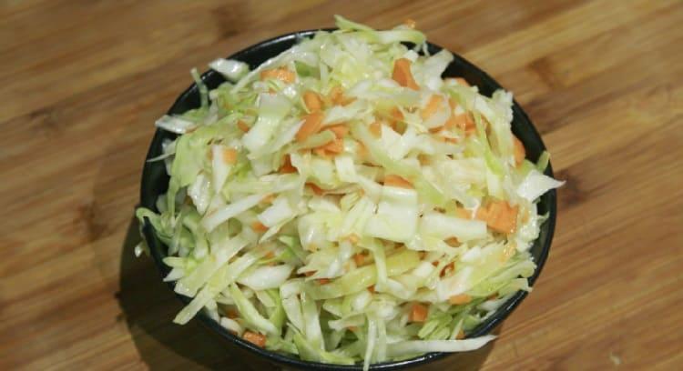 Salat iz svezhej kapusty s morkov'yu6
