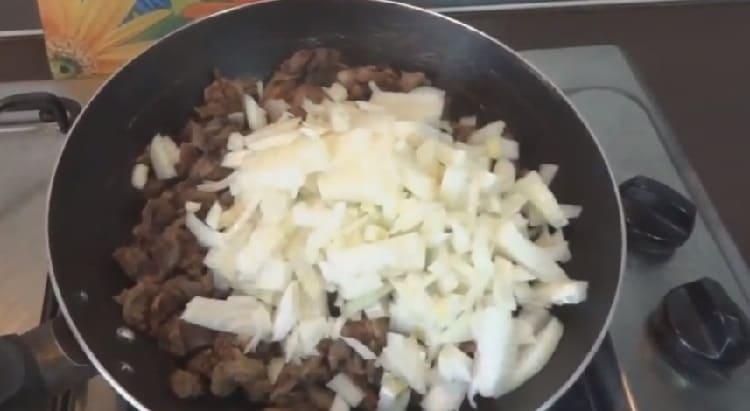 Kartofel'naya zapekanka s farshem v duhovke19