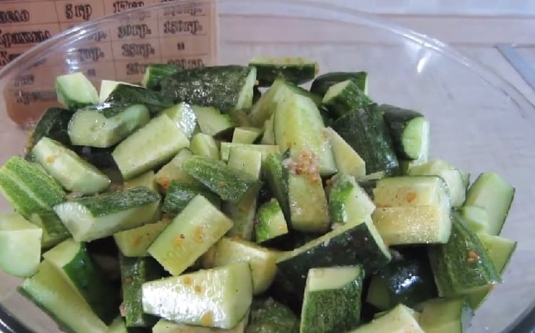 Salat iz ogurcov s gorchicej na zimu4