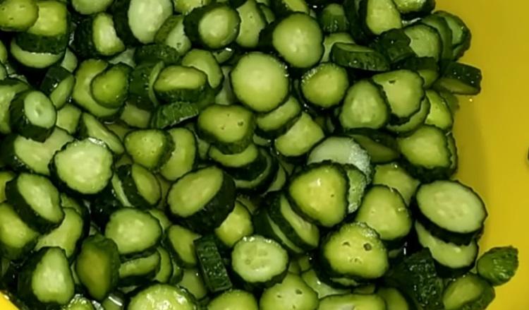 Salat iz ogurcov s gorchicej na zimu9